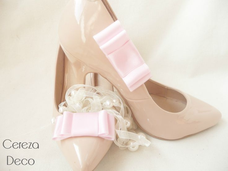 pink bow shoe clip http://www.mellecereza.fr/blog/ clips chaussure mariage noeud satin rose pale escarpin nude cereza