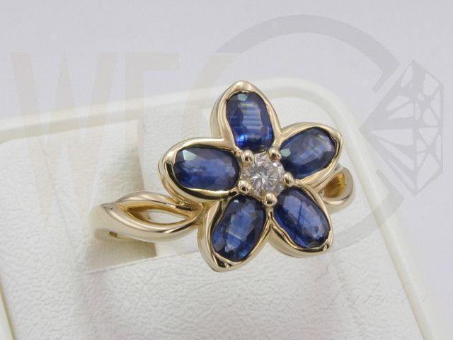 Pierścionek w formie kwiatu z żółtego złota z diamentami i szafirami / Flower-shaped ring made from yellow gold with diamonds and sapphires / 2918 PLN #jewellery #jewelry #gold #ring #flower #diamonds #sapphires