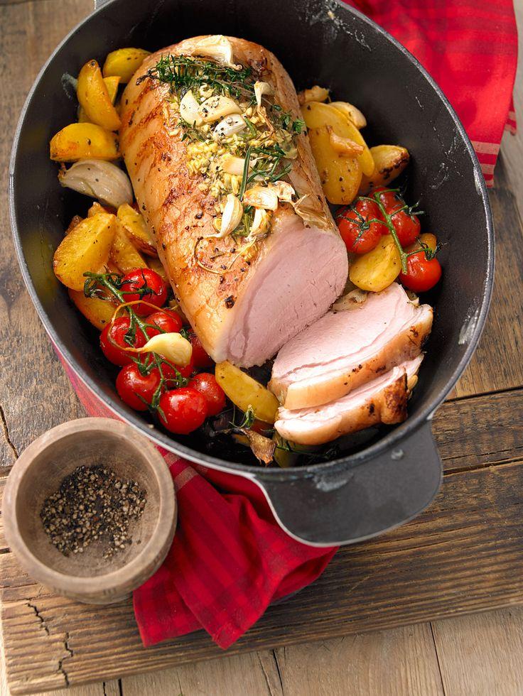 Saftiger Partybraten mit Kartoffeln, Kirschtomaten und Zwiebeln
