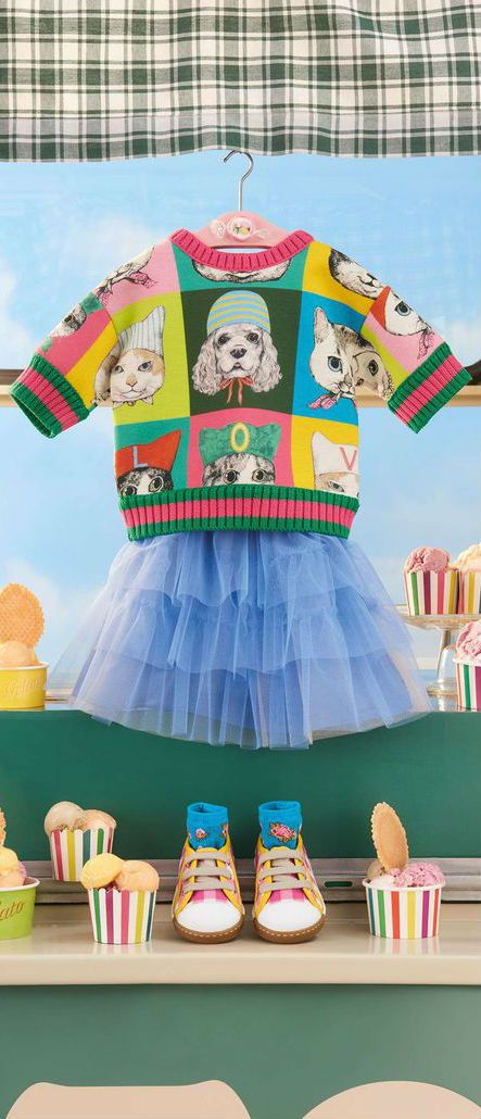 4ae841941eae Love this little girl's Mini-me sweatshirt by Gucci, made in luxuriously  soft, double-faced cotton jersey. It is decorated with a colorful pets  print ...