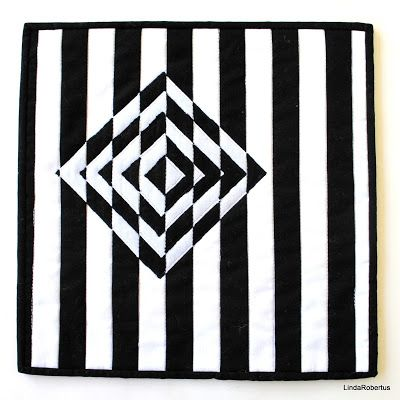 BLack and White #3, art quilt, optical illusion