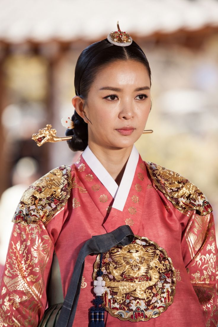 Splendid Politics (Hangul: 화정; hanja: 華政; RR: Hwajeong) is a 2015 South Korean television series starring Cha Seung-won, Lee Yeon-hee, Kim Jae-won. It aired on MBC. Prince Gwanghae, son of a concubine, usurps the Joseon throne from his father King Seonjo's direct bloodline. Gwanghae executes the favored legitimate son, and exiles his half-sister Princess Jeongmyeong. Banished from the palace, Jeongmyeong lives as a commoner disguised as a man while plotting her revenge.인목대비 신은정