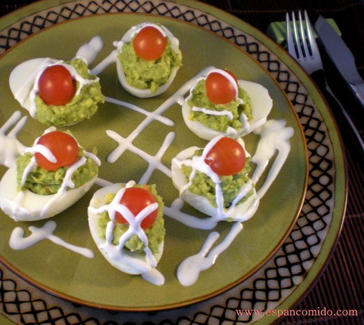 Huevos rellenos de surimi y aguacate