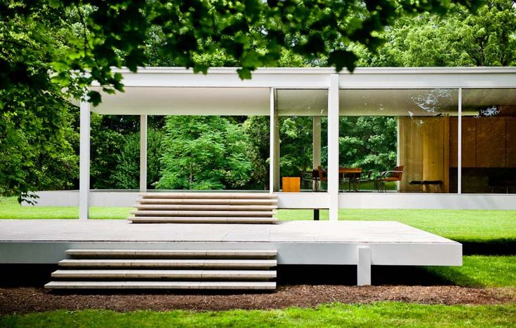 The Farnsworth House, built to be Dr. Edith Farnsworth's weekend retreat. Designed by Ludwig Mies van der Rohe and completed in 1951. Photo: Mel Theobald