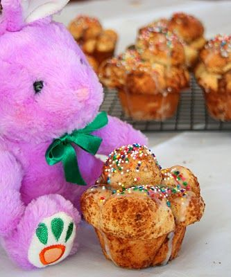 Easter Bubble Buns (from All Day I Dream About Food): Bubbles Buns, Easter Buns, Breads Recipes, Easter Desserts, Easy Recipes, Bus Recipes, Easter Bubbles, Easter Funfetti, Easter Breads