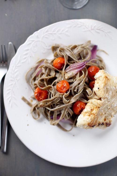 Cette recette de poisson m'a permis d'utiliser mes tagliatelles aux olives. Je lesai accompagnées d'un filet de cabillaud poêlé, d'un jus auvin blanc et