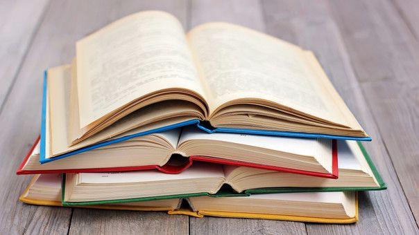 La lista está conformada por libros de temática contemporánea, humanidades, juvenil, ficción, infantiles y hasta clásicos como El fantasma de Caterville, de Oscar Wilde; Romeo y Julieta, de William Shakespeare y libros que completan las aventuras de Sherlock Holmes, escritas por Sir Arthur Conan Doyle.