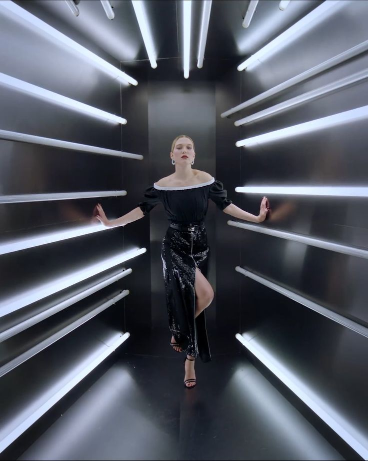 Director: Gordon von Steiner  Producer: Kelly McGee  Sittings Editor: Steven Dam Set Design: Daniel Graff for Mary Howard Studio Lighting Design: Fletcher Wolfe…