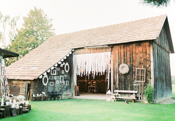 Peter And Veronika | Destination Wedding Photographers | Barn Wedding | Rustic Wedding In Old Barn | peterandveronika.com