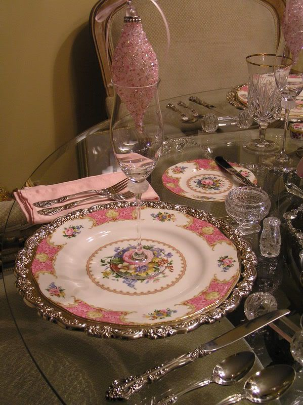 Pink Christmas Table Setting. China Is From Royal Albert, Called Lady  Carlyle.
