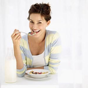 Skipping meals is not a good weight loss strategy, especially when it comes to breakfast. Your breakfast wakes up your metabolism and helps you to burn more calories throughout the day. A solid first meal will make you feel satisfied so you eat fewer calories later. If you are looking for breakfast rules that helps in dropping pounds, hope these might help you.