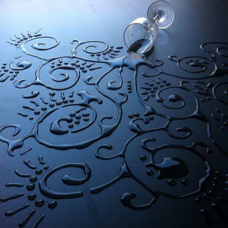 Une sélection des créations de l'artiste britanniqueAravis Dollmenna, qui s'amuse à transformer l'eau en véritables œuvresd'art ! Pour composer ses man