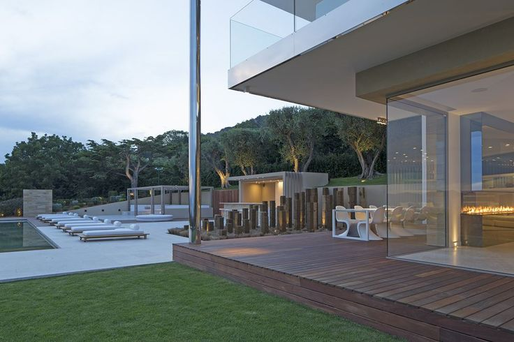 Contemporary House In Cannes - Picture gallery