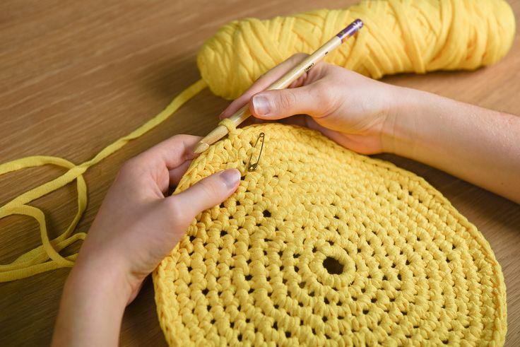 Découvrez toutes les explications de ce tutoriel facile pour réaliser un panier de rangement au crochet!