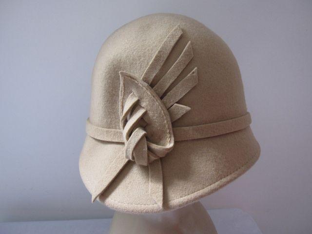 Verzending 100% cloche wolvilt hoeden met lint bandtrim, Zwart, Rood, Camel, navy kleur beschikbaar, 12 st per lot