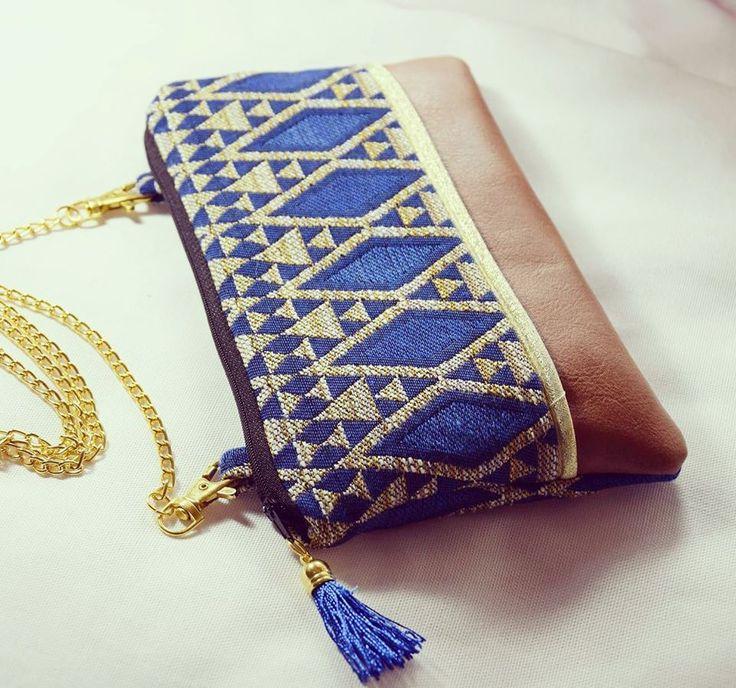 Sac pochette Ethnique Graphique Bleu avec chaîne : Sacs bandoulière par margotte-zebulone