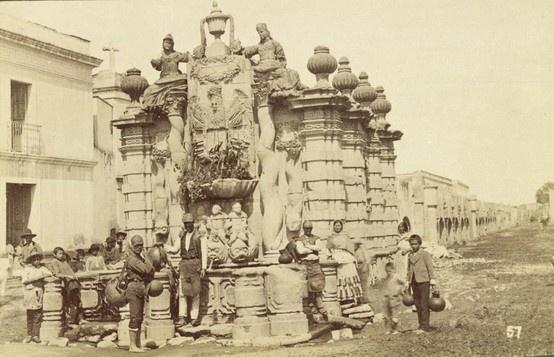 La fuente del Salto del Agua, ubicada en el cruce de Arcos de Belén y Eje Central Lázaro Cárdenas, antes calle del Salto del Agua y calle del Tecpan de San Juan respectivamente, fue obra original de Ignacio Castera de 1779