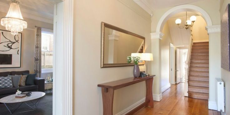 Majestic renovated mansion, superbly renovated, wide entrance hall