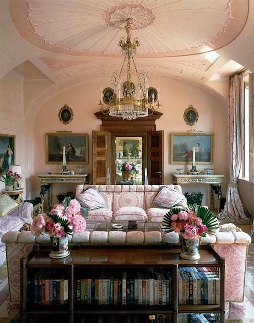 Donatella versace 39 s opulent house in milan designed by renzo mongiardino maximalism - Versace living room design ...