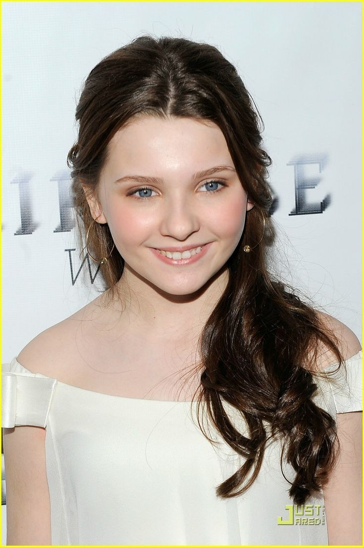 I remember seeing Abigail Breslin for the first time in Kit Kittredge. My how she has become such a beautiful young woman!