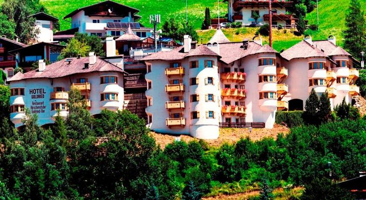 (sauna op app)Hotel Goldried ligt op 1000 meter boven de zeespiegel en biedt een panoramisch uitzicht over de Hohe Tauern-bergen en het dorp Matrei in Oost-Tirol.