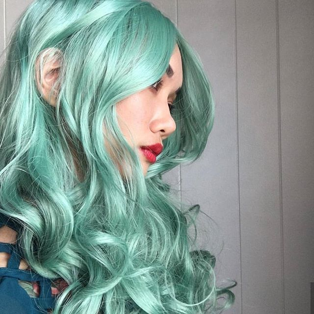 Forever loving this shot of @bunny_witch in Green Revolution  this style is gorgeous on her. Get the look- link in bio! . . . . . #lushwigs #lushhair #brighthair #mintwig #minthair #greenhair #greenwig #wigmodel #wig #wigs #wigaddict #pastelwig #pastelhair #cute #lushwigsgreenrevolution