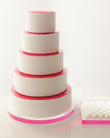 Love the modern geometric patterns and hints of bright color on this cake