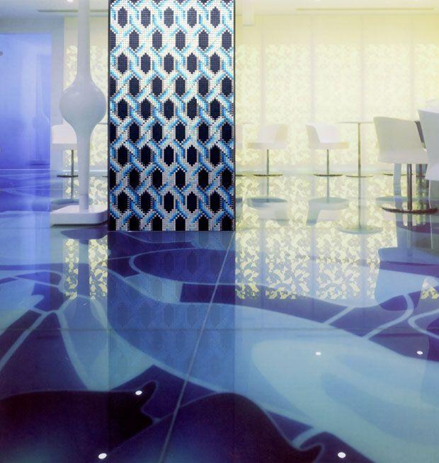 #Mozenzi #mozaïektegels  Green, blue & pink.  Na een mooie lente komt vast een mooie zomer: bij uitstek het moment voor een nieuwe #look van je #huis of kantoor. Daarom komt #Mozenzi met een reeks van nieuwe zomerse #kleuren 'green, blue & pink' in haar collectie #mozaïektegels. Hiermee krijgt ieder #interieur in korte tijd een compleet nieuwe frisse en vrolijke look. http://www.wonenwonen.nl/vloer-en-wandtegels/mozenzi-mozaiektegels/7872