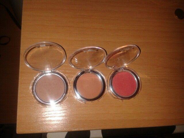 Se venden coloretes color tierra, salmón y rosa. 2 € cada uno!  #beauty #belleza #sevende #mercadillo