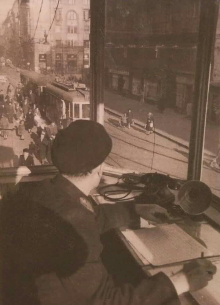 1959. Visegraádi utca a Katona József utcánál a forgaloirányító fülkéjéből.