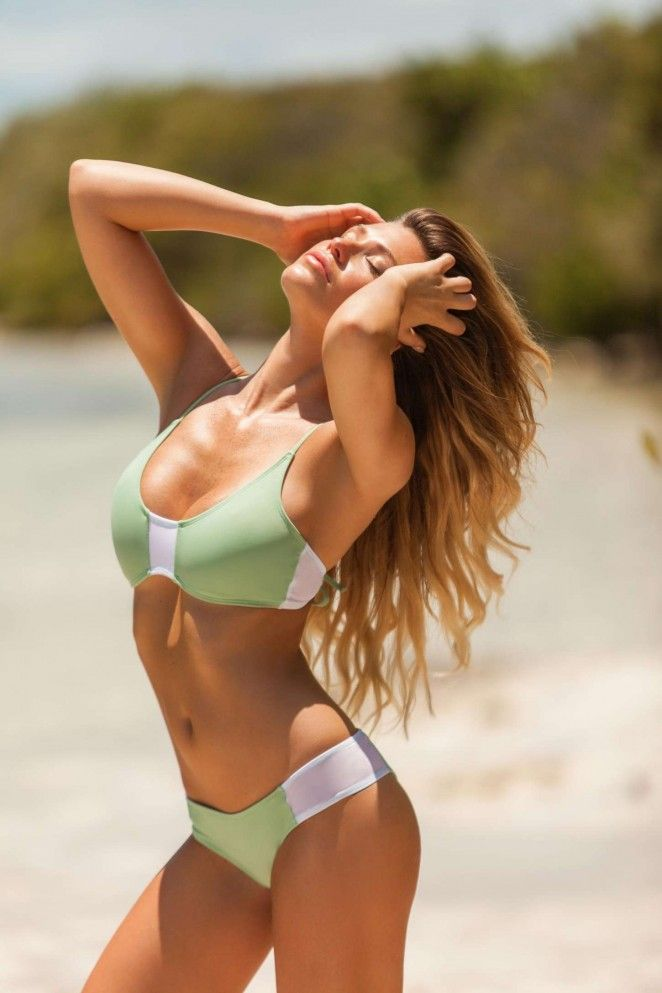 Samantha Hoopes is an American model