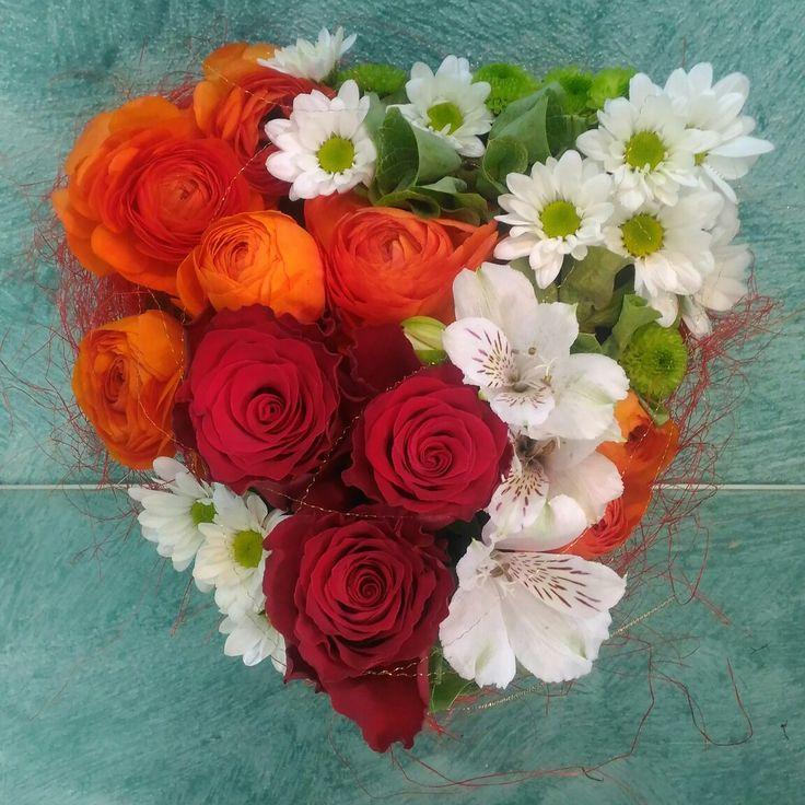 abbastanza Oltre 25 fantastiche idee su Composizione di fiori a forma di  ST56