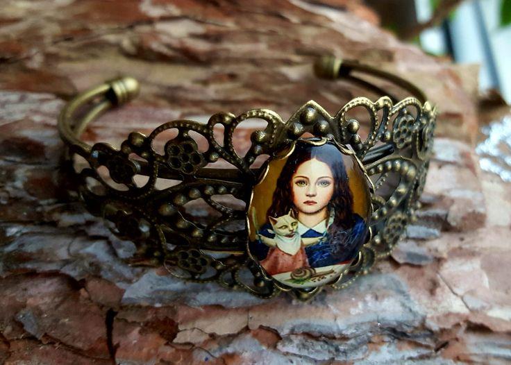 Armreif, Armkette Gothic Lolita Dark Schmuck mit Puppe im Inneren, Armband von BeautyshotsJewelrys auf Etsy