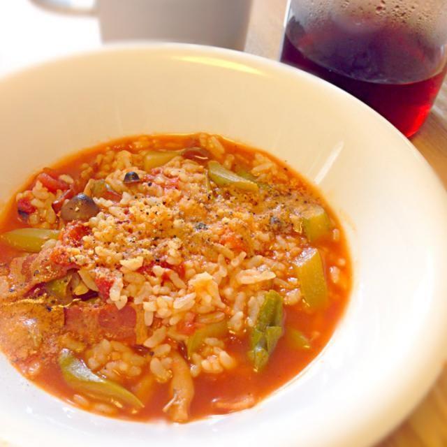 昨晩作っておいたトマトベーコンアスパラのスープに、冷凍しといた発芽玄米御飯投入しただけ(・ω・)) - 64件のもぐもぐ - トマトスープの玄米リゾット by cmry