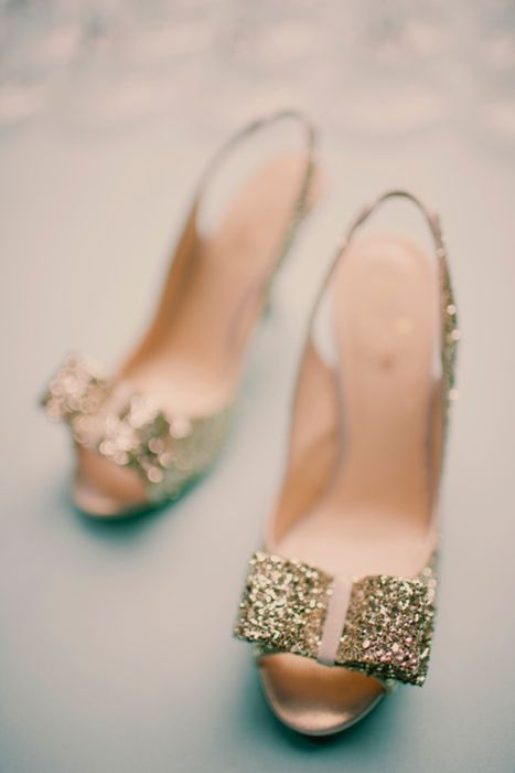:) :): Gold Glitter, Bows Heels, Wedding Shoes, Sparkly Shoes, Glitter Shoes, Parties Shoes, Glitter Heels, Kate Spade, Gold Shoes