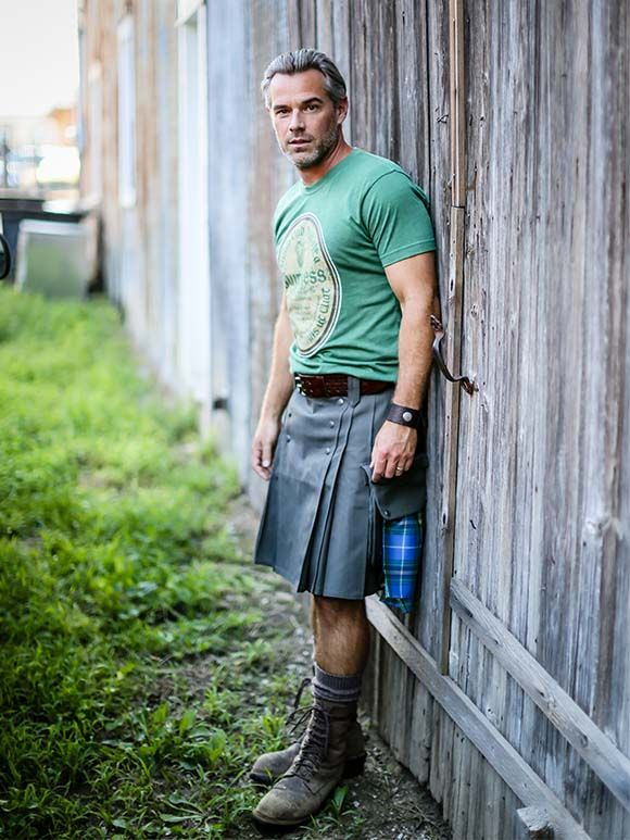 Men in Kilts are Everywhere! - Unless you've been living under a rock, you will have noticed that kilts are everywhere this year and more specifically, (Huzzah!) men in kilts. From the p