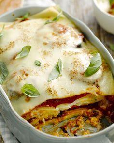 Vegetarische lasagne met aubergine, tomaten, mozzarella en parmezaan