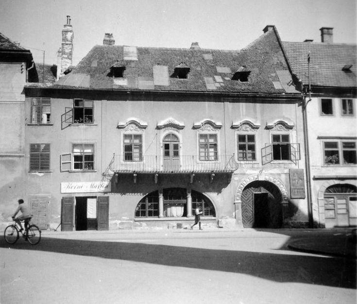 Fő tér 3., Gambrinus-ház.