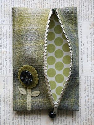 the adventures of bluegirlxo: artful thursdays #14.....zipper purse tutorial
