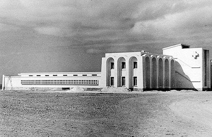 El Hospital de Sidi Ifni. A la izquierda el Hotel Safa.