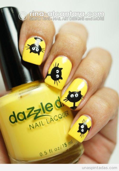 Uñas decoradas en amarillo con dibujo de gato negro                                                                                                                                                      Más