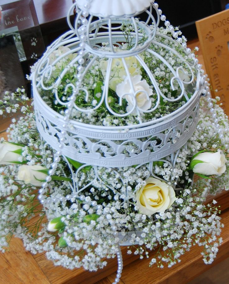 The decorative ivory bird cage centerpiece has the look of for Petite cage a oiseaux decorative