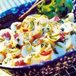 Hot Kartoffelsalat - Opskrifter    http://www.dansukker.dk/dk/opskrifter/hot-kartoffelsalat.aspx  #salat #kartoffel #sommer #dansukker #opskrift