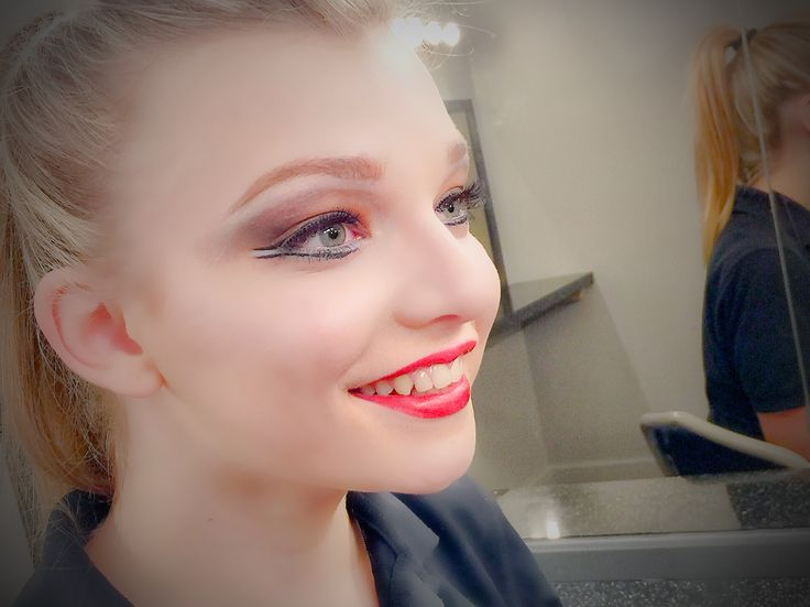 Stage Make Up for Dance (Part 1) - The make up that should be in your kit!