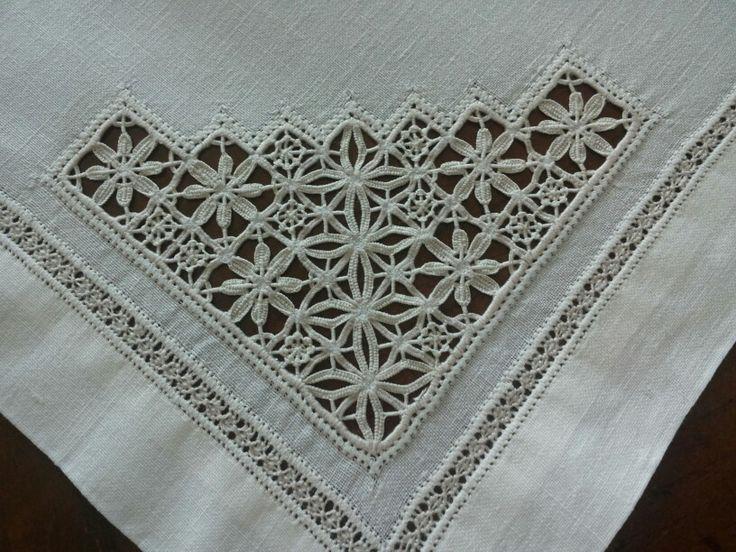 Detail reticello.