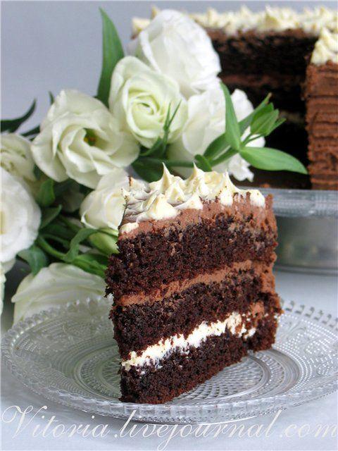 Сладкий мир - Торт шоколадный с кремом из молочного и белого шоколада.