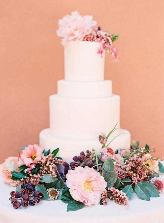 拘りケーキをゲストにお披露目♡華やかに結婚式を彩る〔ケーキ入場〕って知ってる??にて紹介している画像