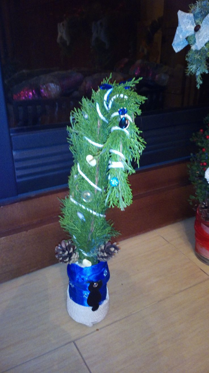 grinch tree with cat decoration