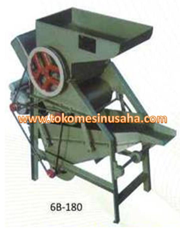 Mesin Pengupas Kulit Kacang adalah mesin yang digunakan untuk mengupas kulit kacang kering, shingga menghasilkan butiran kacang yang utuh dan tak hancur. Mesin ini banyak digunakan pada pabrik makanan ringan berupa kacang ataupun petani kacang Pengupas Kacang 6B – 180  Dimensi               : 122 x 61 x 120 cm  Kapasitas            : 300 Kg/ jam  Power                  : 1,5 KW  Rasio keutuhan : 95%  Berat                    : 100 Kg