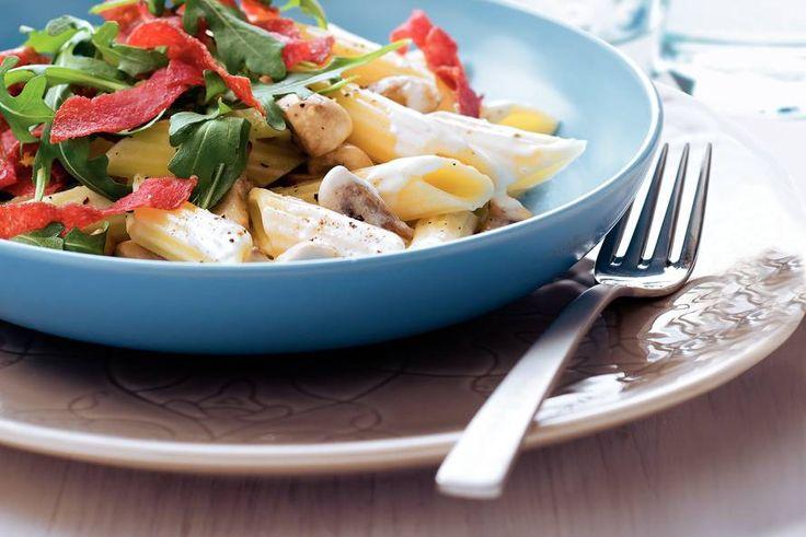 Kijk wat een lekker recept ik heb gevonden op Allerhande! Pasta met krokante salami en champignons